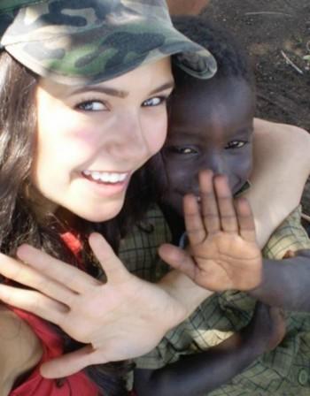 Нина Добрев помага на децата в Кения