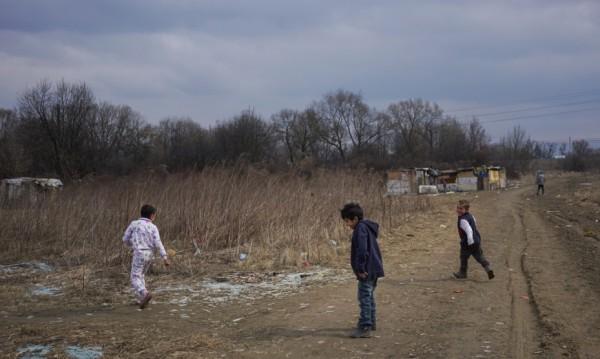 Български роми робуват в Италия!Гладен съм... крещи дете с нож