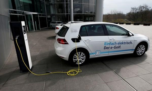 VW казва сбогом на двигателите с вътрешно горене през 2026 г.