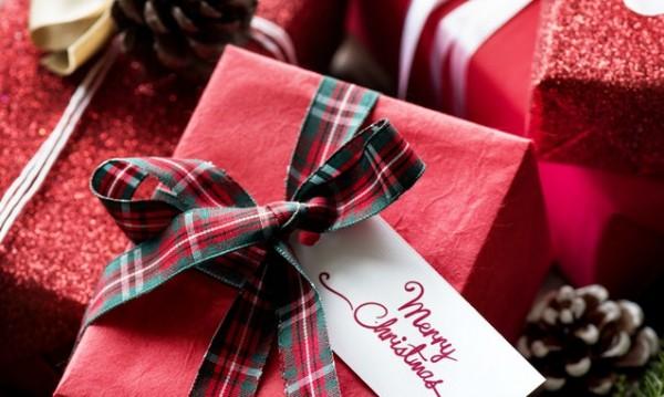 Да надникнем в чувала... Коледни подаръци за колеги
