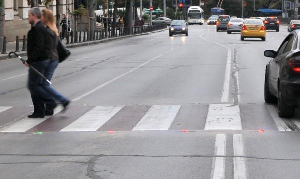 Шофьор блъсна бременна на кръстовище и... избяга