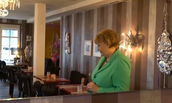Ерата на Меркел към края си, двойничката й се готви за отдих
