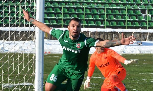След головете му у нас: Гръцки тим пожела Божинов
