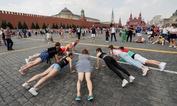 Реформи, пари... За какво мечтаят младите в Русия, Украйна, Беларус?