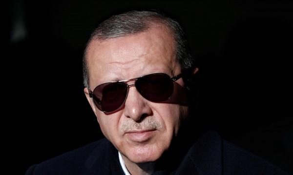 """Ердоган обиждан 20 000 пъти в нета! Праща """"виновниците"""" в затвора"""