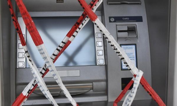 Неизвестна сума свита от банкомат в Брестовица