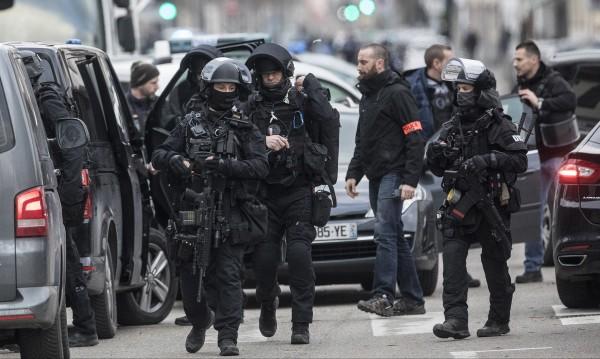 Арестуваха пети човек за терора в Страсбург, търсят Шекат