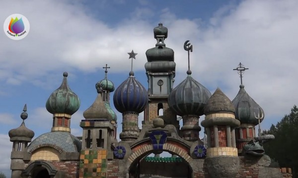Железен Кремъл с кръстове, сърп и чук... удивлява холандците