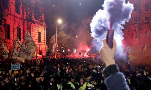 В Унгария: Всичко, което искам за Коледа, е демокрация!