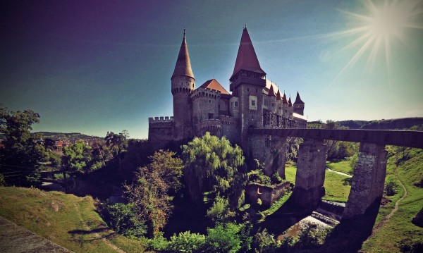 Какво се крие под основите на замъка, в който пленяват граф Дракула?