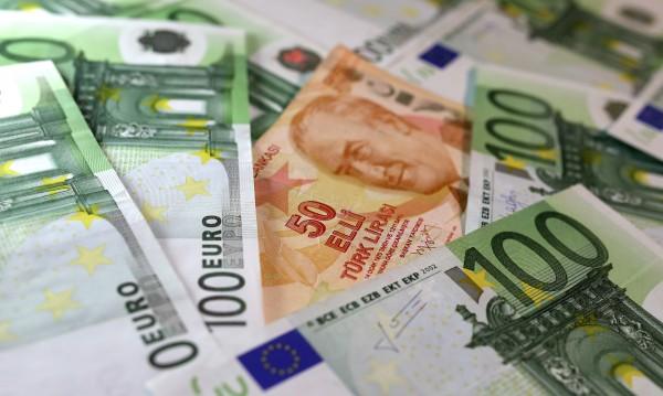 На Балканите, около нас: Заплати и пенсии при съседите