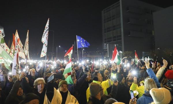 """Унгария се разбунтува от """"робски закон"""" . Как се орязват социални права?"""
