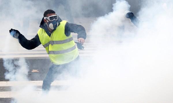 """€200 млн. струват """"Жълтите жилетки"""" на застрахователи"""