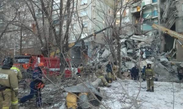 Експлозия на битова газ събори блок в Русия, четирима загинаха