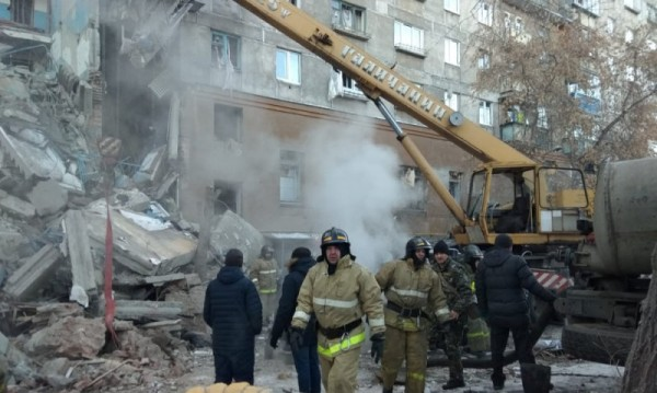 Експлозията в Магнитогорск: Още два входа от блока могат да се срутят