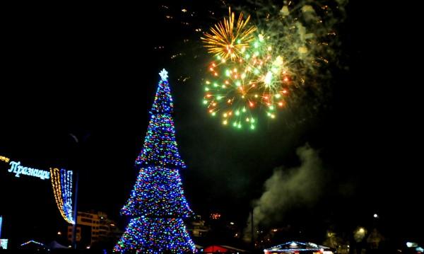 Нова година с оръжие в тълпата... на площада в Бургас