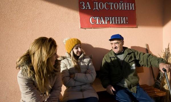 """""""Бъди човек"""" - 25 младежи и 280 стоплени сърца в Ямболско"""