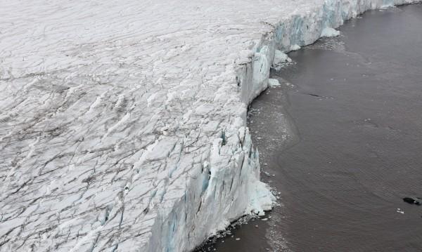 Тайните на Антарктида в недокоснато от човека езеро