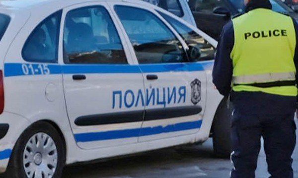 След скандал мъж намушка двама на кръстовище в София
