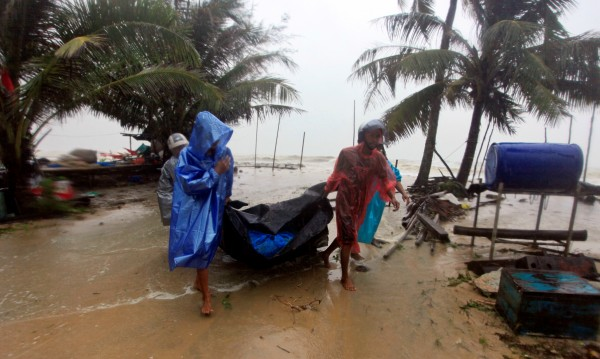 Бурята Пабук пощади туристически острови в Тайланд