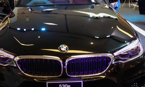 BMW готви уникална хибридна суперкола