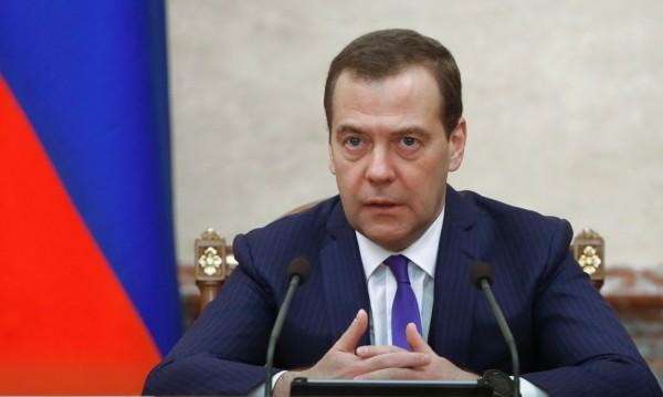 След новогодишния махмурлук: Ще помолят Медведев да напусне