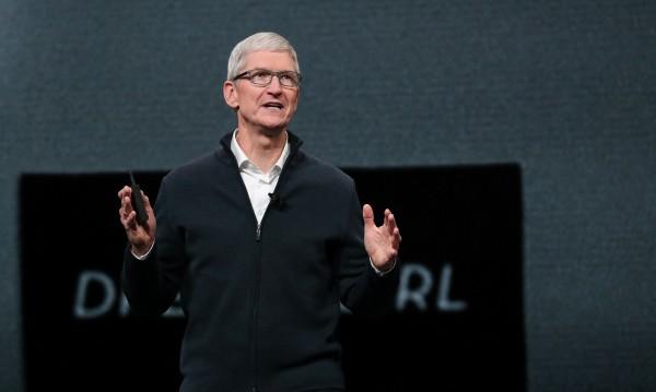 Шефът на Apple се облажи за Коледа – $12 млн.