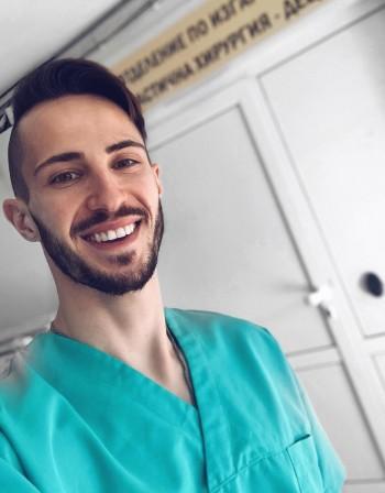 """Наум Шопов вече е истински лекар в """"Пирогов"""""""