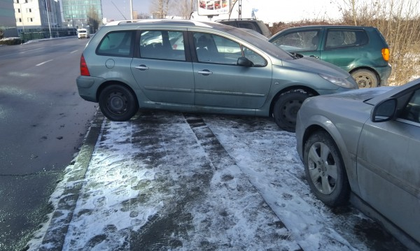 Helpbook: Опасна шахта, нагло паркиране, светофар за коли...