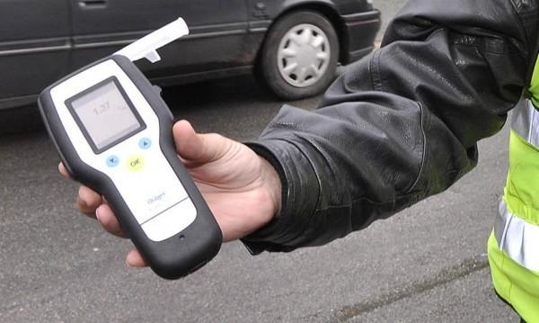 Хванаха лаборант за промяна на алкохолна проба на шофьори