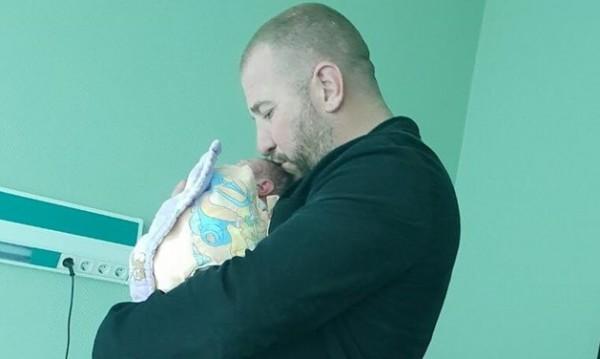 Динко стана баща за първи път, радва се на дъщеря