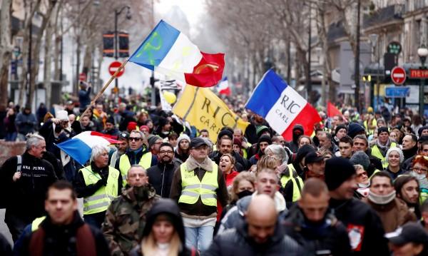 """Деветият протест на """"жълтите жилетки"""" започна с арести"""