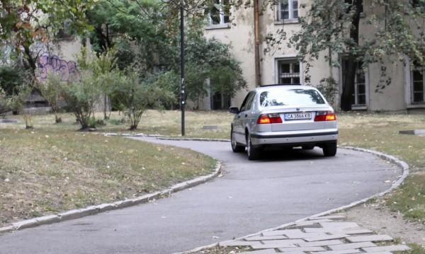 Македонец с BG кола се заби в паркирали автомобили