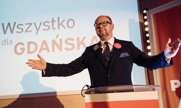 След атаката с ножа... кметът на Гданск почина от раните си