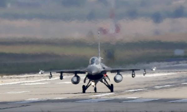 Решено! Купуваме F-16. За колко, как ги плащаме, кога ще ги доставят?