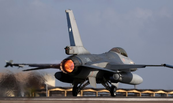 Атлантическият клуб в екстаз от избора за F-16, мечтае за F-35