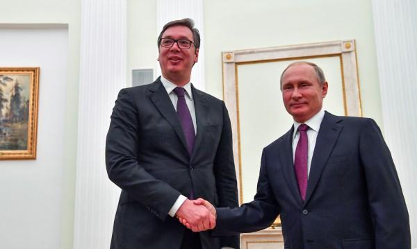 Путин в Белград, подаряват му кученце шарпланинец