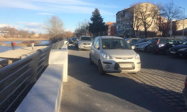 Helpbook: Шофьори масово паркират по тротоарите