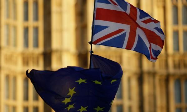 Европа се готви за хаотичен Brexit: В транспорта, в търговията...