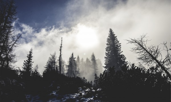 Облачна събота, на места – слаби валежи от дъжд и сняг