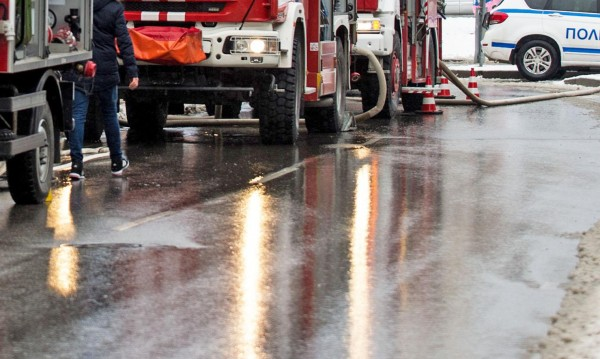 Пламна пожар в три къщи в центъра на Габрово