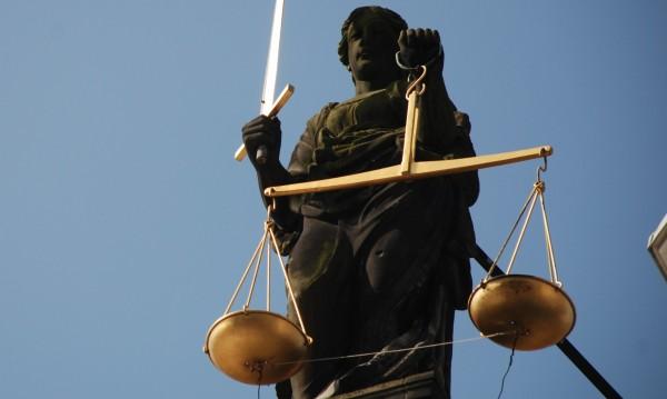 След спецакцията: 6-ма с обвинения, прехвърлили €25 млн.