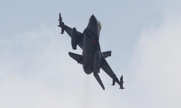 Опасно близки: Турски изтребител и гръцки хеликоптер