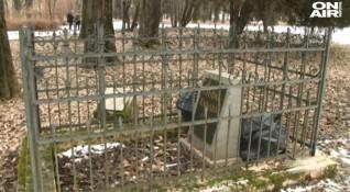 Ежедневие: Клошари оскверняват паметника на Стефан Караджа