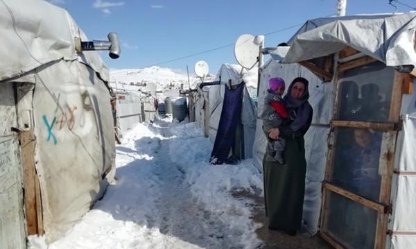 Лагер №40 в Ливан: Студ, смрад и стотици сирийци в снега