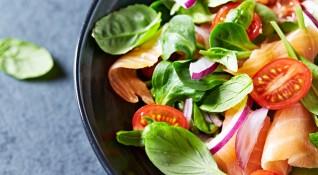 Рецептата Dnes: Полезна салата със сьомга и спанак