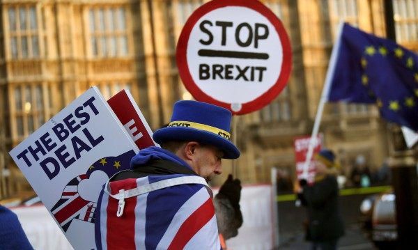 Прогнозите на FT: Brexit спрян, Тръмп – на съд!