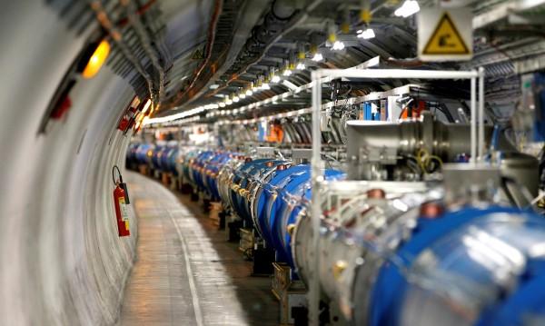 Мъск ще строи новият огромен ускорител на частици в ЦЕРН