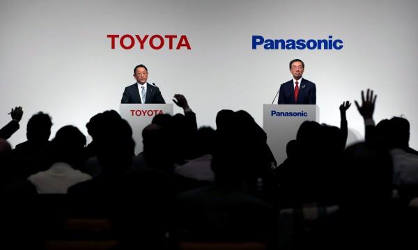 Toyota и Panasonic ръка за ръка: Правят нови батерии