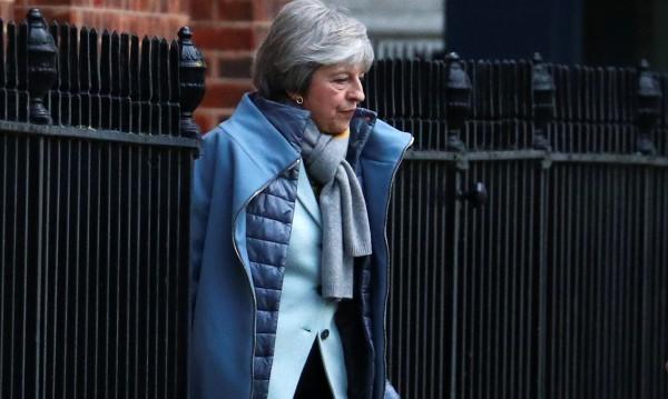 """""""Brexit с отворена граница"""" е фантазия – Мей продължава да я преследва"""